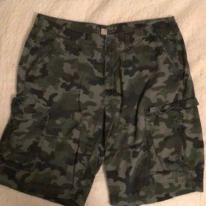 Camouflage cargo shorts (38)